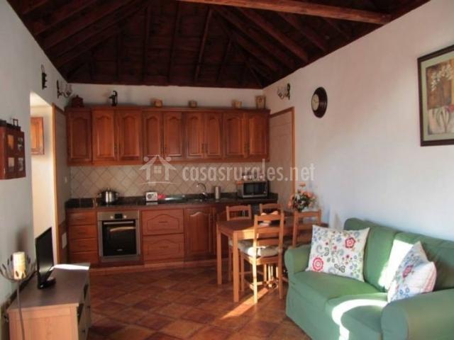 Sala de estar y cocina en espacio compartido