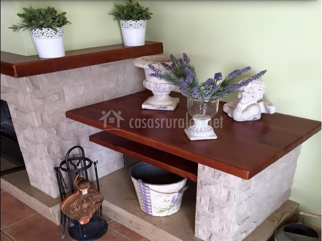 Mueble con adornos