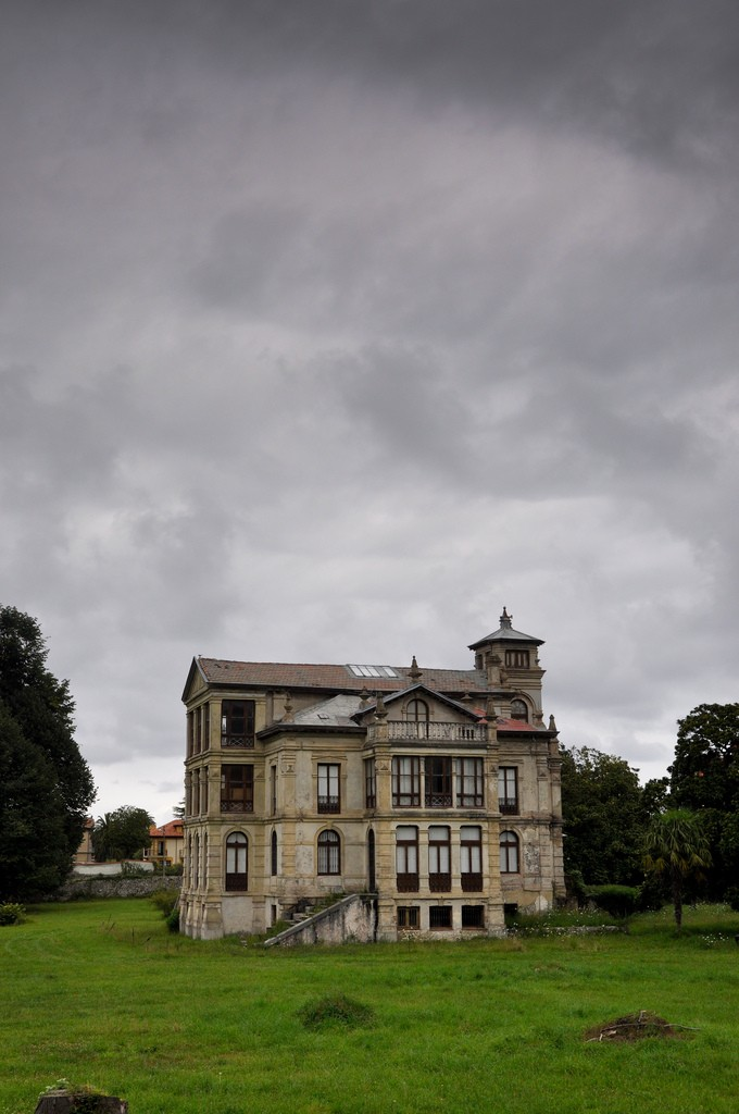 Casa donde se rod— la pel'ucla el el orfanato. LLanes. Palacio de Partarr'u AS-263, 33500 Llanes, Espa–a
