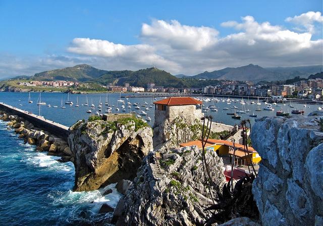 Castro Urdiales con vistas del mar