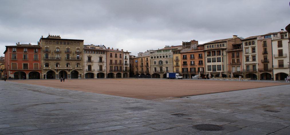 Plaza Mayor de Vic al amanecer