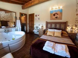 Dormitorio con jacuzzi-Casasrurales.net