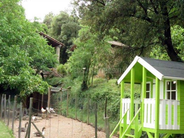 Granja junto al parque infantil (Casasrurales.net)