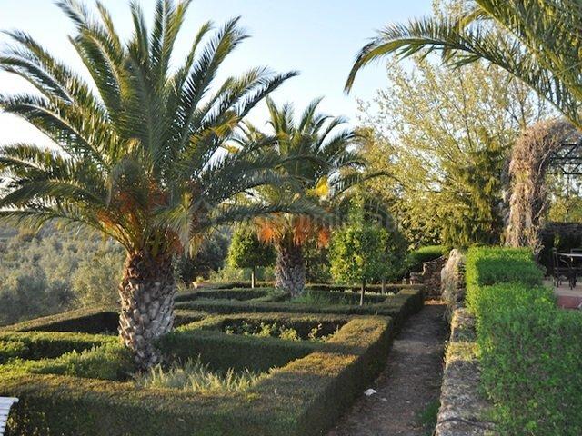 Jardines de la finca (Casasrurales.net)