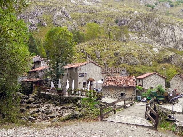 Casa la valleja en ruenes asturias - Casa rural pueblos negros ...