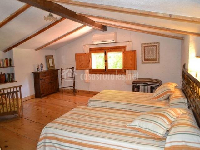 Dormitorio doble en la casa rural