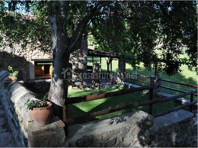 Vistas del jardin de la casa rural