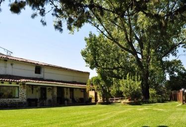 10 casas rurales con piscina en valle del jerte for Casas rurales en caceres con piscina