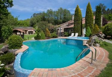 Casas rurales con piscina en rianxo for Casas rurales con piscina en alquiler