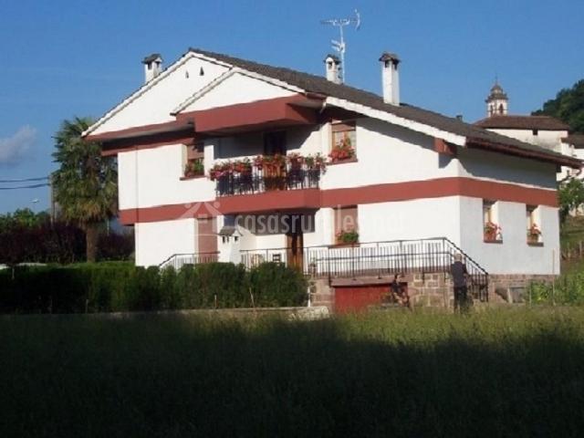 Casa josenea en arrayoz arraioz navarra for Baneras antiguas baratas