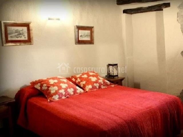 Casa etxatoa en oderiz oderitz navarra for La cama de matrimonio