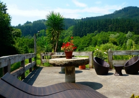 Terraza mirador con muebles vanguardistas