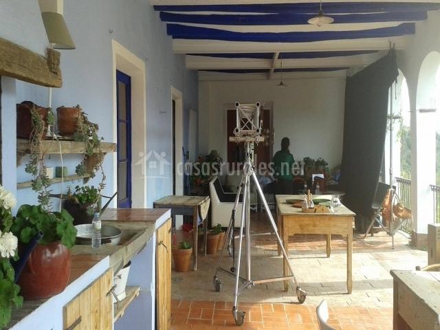 Mas garganta en pueblo la pinya girona for Muebles de cocina zona pilar