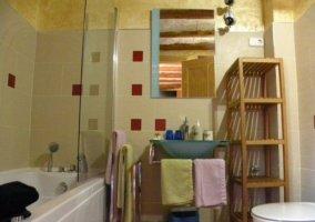 Dormitorio Lola y cuarto de baño