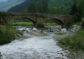 Puente sobre el río Oja en Ezcaray