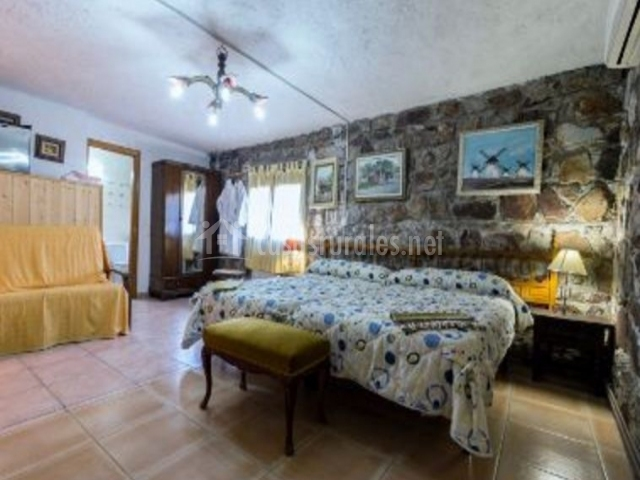 Dormitorio doble con el armario