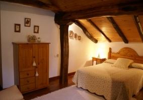 Dormitorio con su armario