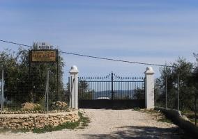 Puerta de acceso a la finca