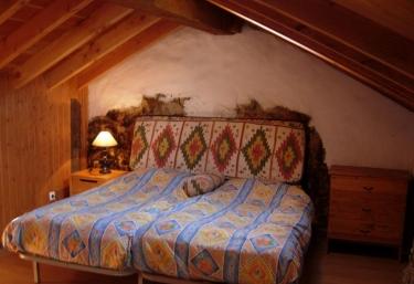 Casa Amarilla Las Tablas - Debodes, Asturias