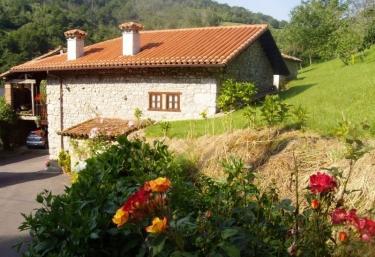 Caserío de San Pedro I - Caldueño, Asturias