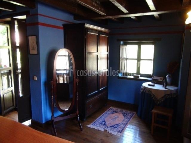 Casa cecilia en espinaredo infiesto asturias for Espejo de pie dormitorio