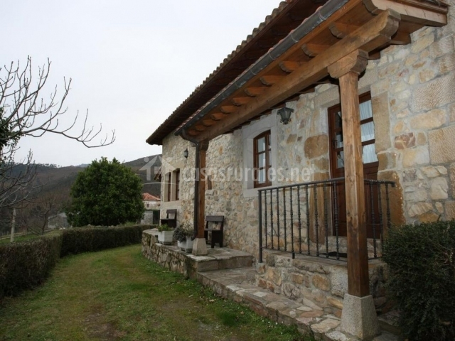 Casa navariegu i en ribadesella asturias - Casas piedra y madera ...