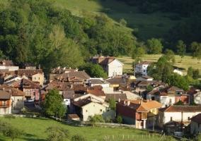 Poo de Cabrales y sus vistas del pueblo
