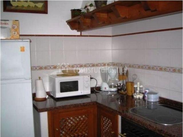 Esquina de la cocina con microondas