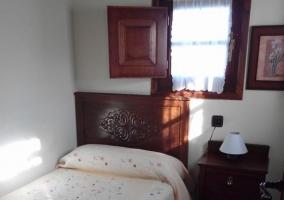 Cama y mobiliario del dormitorio