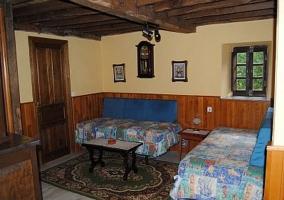 Salón superior con sofás cama