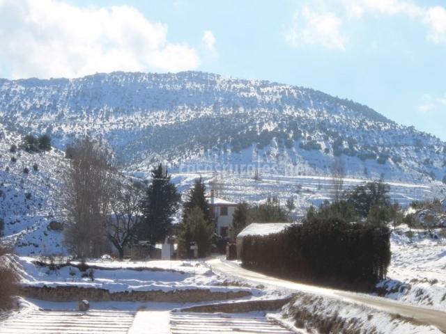 El complejo lleno de nieve