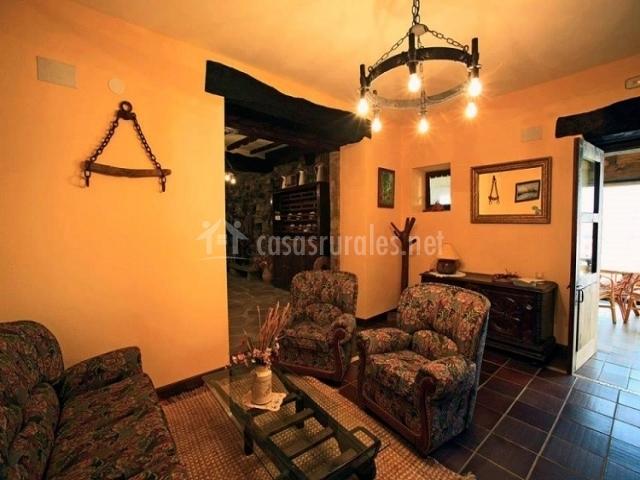 Jauregia i casas rurales en aniz navarra for Sala de estar palacio