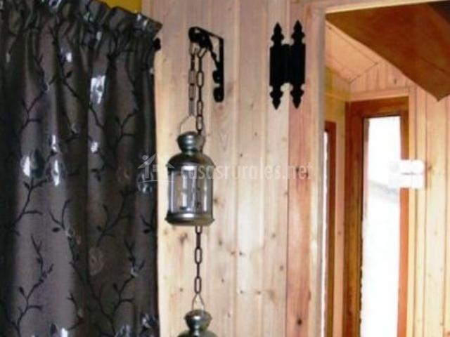 Detalle de la sauna con cortinas