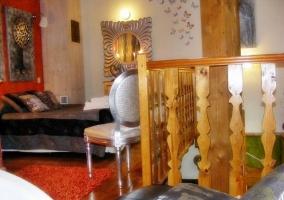 Vista del dormitorio con mobiliario