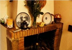 Salón comedor de la casa con chimenea