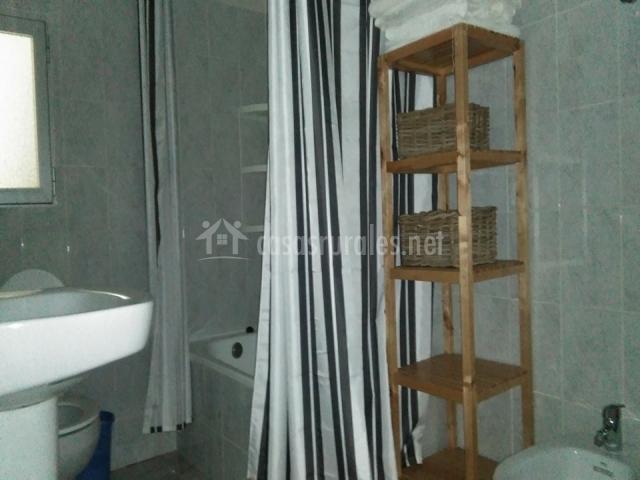 Cortijo ram n petra en nerpio albacete - Bano con banera y ducha ...