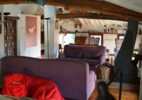 El ático con sillones morados