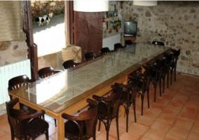 Mesa de comedor en casa rural