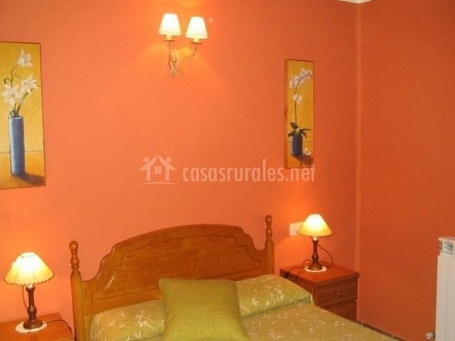 Casa gall n apartamentos en sarvise huesca for Mobiliario habitacion matrimonio