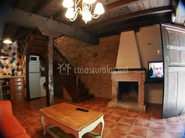 Casa el molino en alles asturias for Cocinas con chimenea