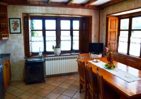 Pipelo cocina con ventanas