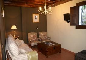 Salón con sillones tapizados