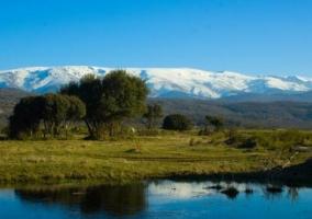 Sierra de Béjar con las montañas nevadas