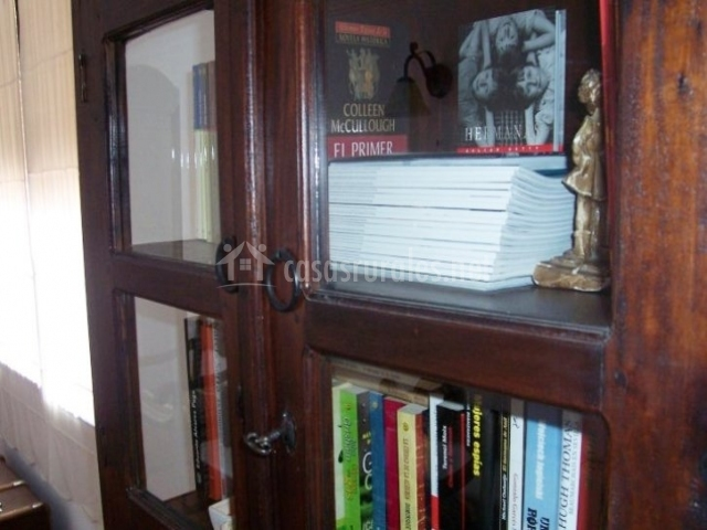 Mueble biblioteca de madera