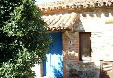 Casas rurales con piscina en extremadura for Casas rurales en caceres con piscina