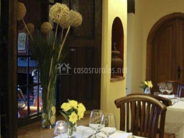 La casona de valfr o en cuacos de yuste c ceres for Mesa para 10 personas