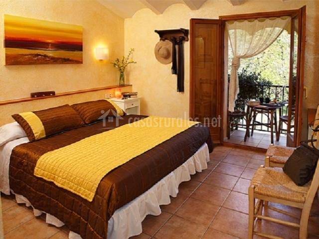 El mol de siurana hoteles rurales en siurana girona - Camas grandes ...