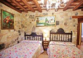 Dormitorio con dos camas dobles