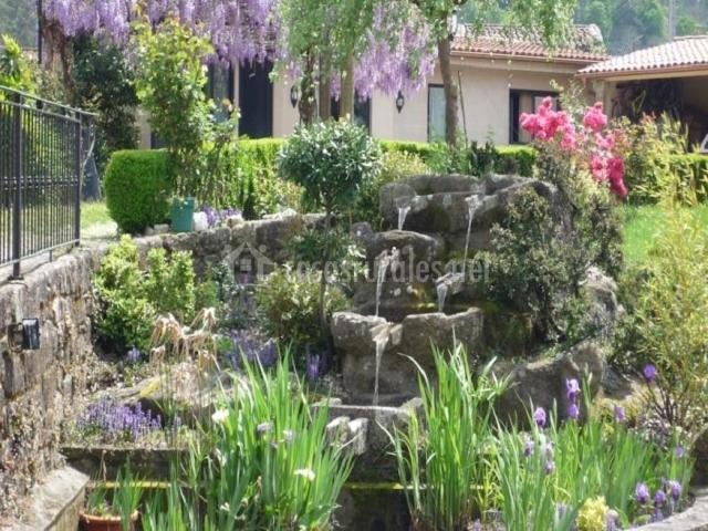 Casa das p as en ponteareas pontevedra for Cascadas de piedra para jardin