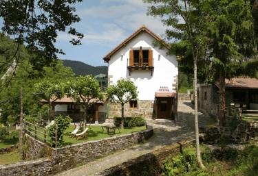 Hotel Rural Besaro - Izalzu, Navarra